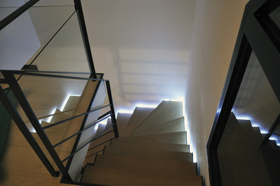 2 escalier dc lumineux metal. Black Bedroom Furniture Sets. Home Design Ideas