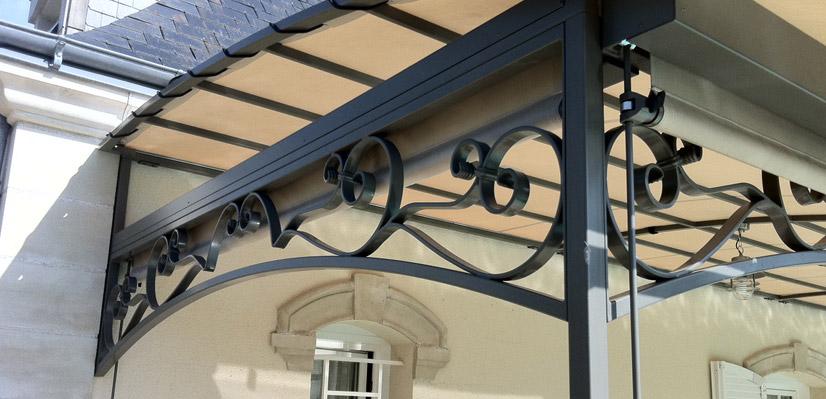 Terrasse en fer finest gardecorps en fer forg balcon for Pergola ronde fer forge
